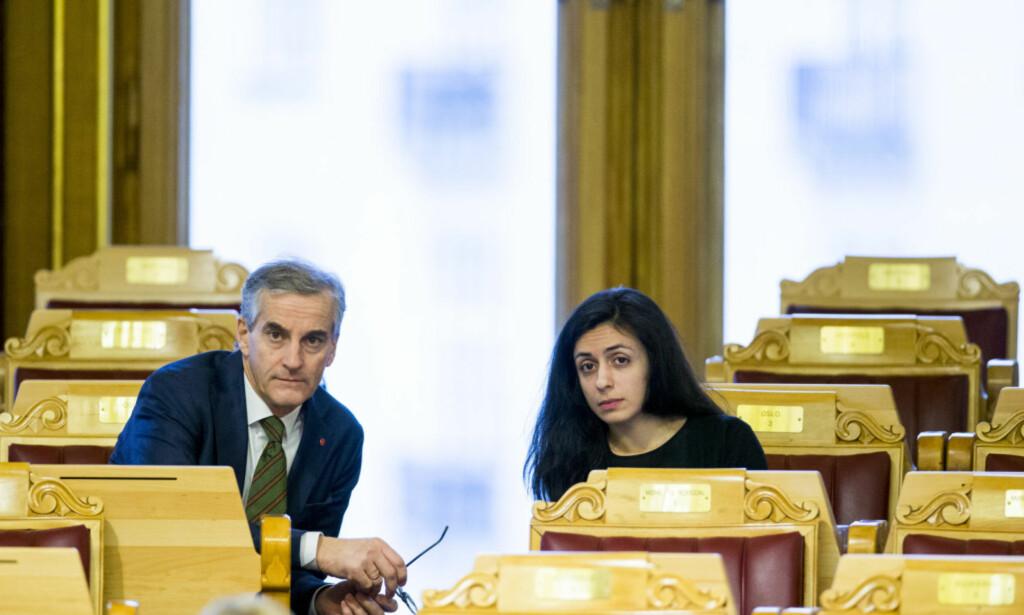 ARBEIDERPARTIET: Ap-leder Jonas Gahr Støre og Hadia Tajik (Ap) under en spørretime i Stortinget i fjor. Foto: Vegard Wivestad Grøtt / NTB scanpix