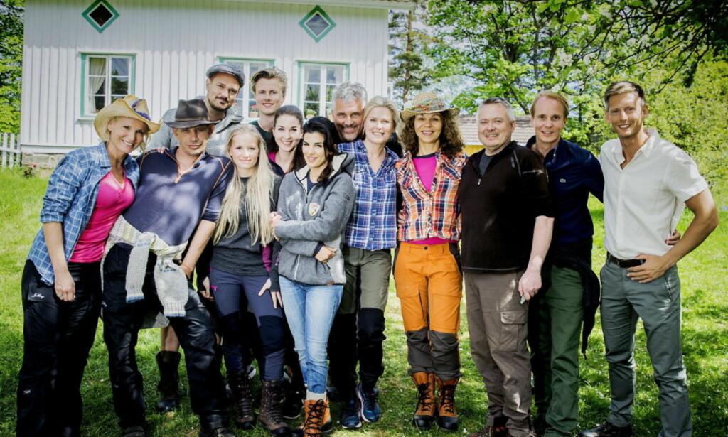KLARE FOR KAMP: Her er deltakerne i kjendisversjonen av «Farmen». (F.v.): Lotto-vertinne Ingeborg Myhre Ludlow (41), realitykjendis Leif-Einar «Lothepus» Lothe (46), «Skal vi danse»-dommer Tore Petterson (37), blogger Tonje Blomseth (22), svømmer Lavrans Solli (24), TV-baker og kokebokforfatter Ida Gran-Jansen (28), pokerspiller Aylar Lie (32), skuespiller Jarl Goli (59), modell og programleder Vendela Kirsebom (49), realitykjendis Petter Pilgaard (36), trimdronning Kari Jaquesson (54) og TV-kokk Lars Barmen (53). Helt til høyre programleder Gaute Grøtta Grav. Foto: Bjørn Langsem / Dagbladet