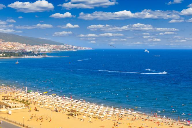 <strong>SUNNY BEACH, BULGARIA:</strong> Det er ikke her, i Sunny Beach, Bulgaria, det er aller billigst. Det er faktisk Algarve, Portugal som er billigste destinasjon, ifølge prisoversikten fra britiske Post Office. Foto: Shutterstock/NTB Scanpix