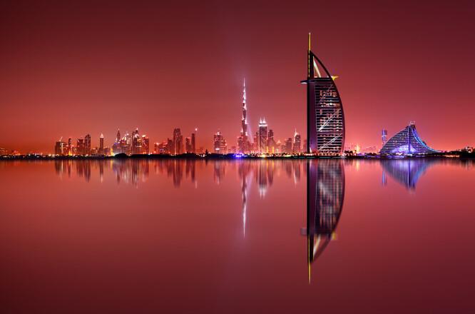 <strong>DUBAI ER DYREST:</strong> Kanskje ikke overraskende, men Dubai er altså dyrest av de destinasjonene som er pristestet. Her må du ut med 1.692 kroner for en tre-retters middag med vin. De er også dyrest på vin. øl og brus - men skal du drikke noe i Dubai, så bør du drikke vann: Dubai er en av de billigste destinasjonene du kan kjøpe vann på flaske! Det koster bare 4 kroner for halvannen liter - det er én krone dyrere enn de aller billigste landene! Foto: Shutterstock/NTB Scanpix &nbsp; &nbsp; &nbsp;