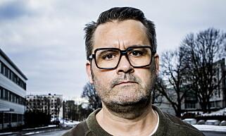 KJØPTE APOTEK-HASJ: Thomas Seltzer i «Trygdekontoret» tester ut legal, medisinsk cannabis i dokumentaren «Cannabiz». Foto: Christian Roth Christensen