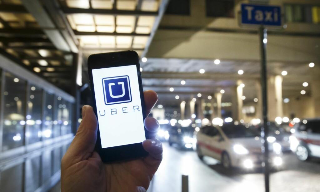 UBER-ÅPNING: Regjeringens delingsøkonomiutvalg, som la fram sin rapport mandag, foreslår blant annet å fjerne løyveplikten i drosjenæringen. Det betyr at app-baserte Uber kan bli en legitim operatør i på det norske markedet. Foto: Heiko Junge / NTB Scanpix