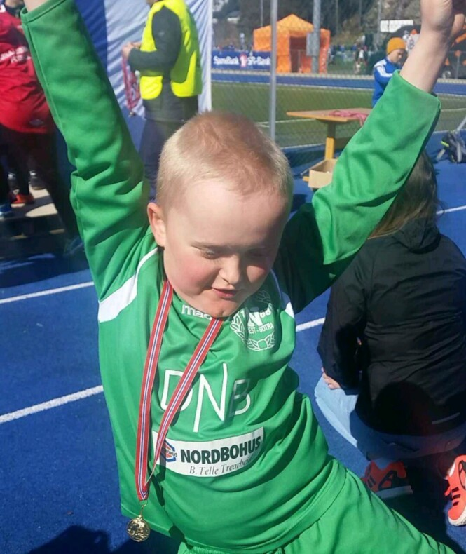 ELSKER Å SCORE MÅL: William (8) synes det morsomste med fotballen er oppvarmingen og å score mål. Foto: Privat