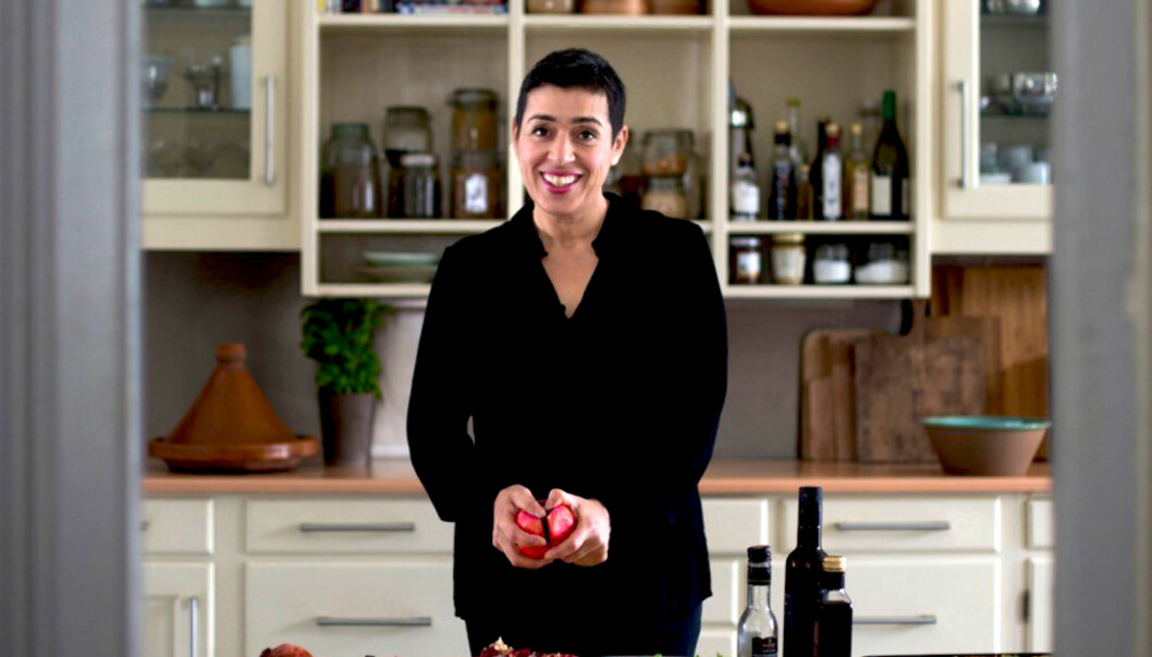 GRØNT UTGANGSPUNKT: - Jeg bruker aller helst råvarer som er i sesong, og blir inspirert av grønnsaker og fisk, sier matblogger Aicha Bouhlou. FOTO: Odd E. Nerbø