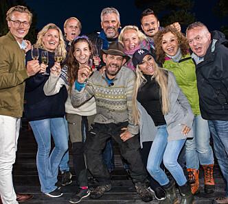 SAMLET TIL FEST: «Farmen kjendis»-deltakerne returnerte til tv-gården for å overvære finalen. Foto: Alex Iversen / TV 2