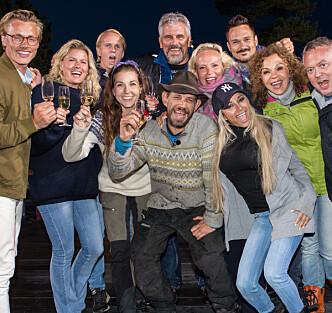 <strong>SAMLET TIL FEST:</strong> «Farmen kjendis»-deltakerne returnerte til tv-gården for å overvære finalen. Foto: Alex Iversen / TV 2