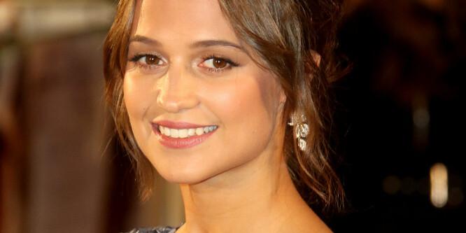 Lurer du på hvordan svenske Alicia Vikander ser ut i rollen som Lara Croft?