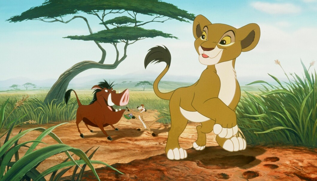 Åsleik Engmark huskes godt for den norske stemmen til Timon (i midten) i Disney-klassikeren «Løvenes konge». Illustrasjon: Walt Disney Pictures/ZUMA Press/NTB Scanpix