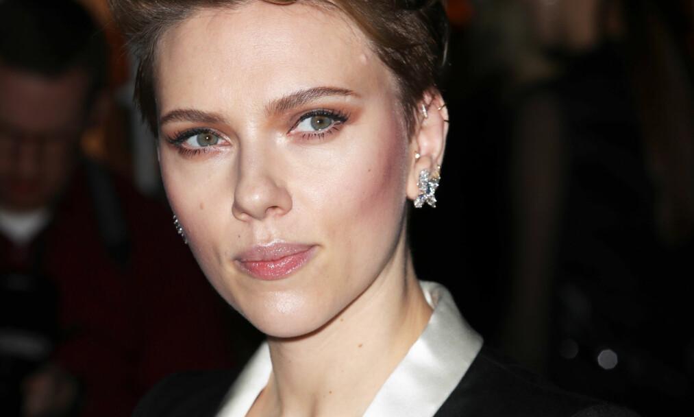 <strong>SER RØDT:</strong> Scarlett Johansson svarer på ryktene om at hun gikk på audition for å få date Tom Cruise. Foto: Splash News/ NTB scanpix