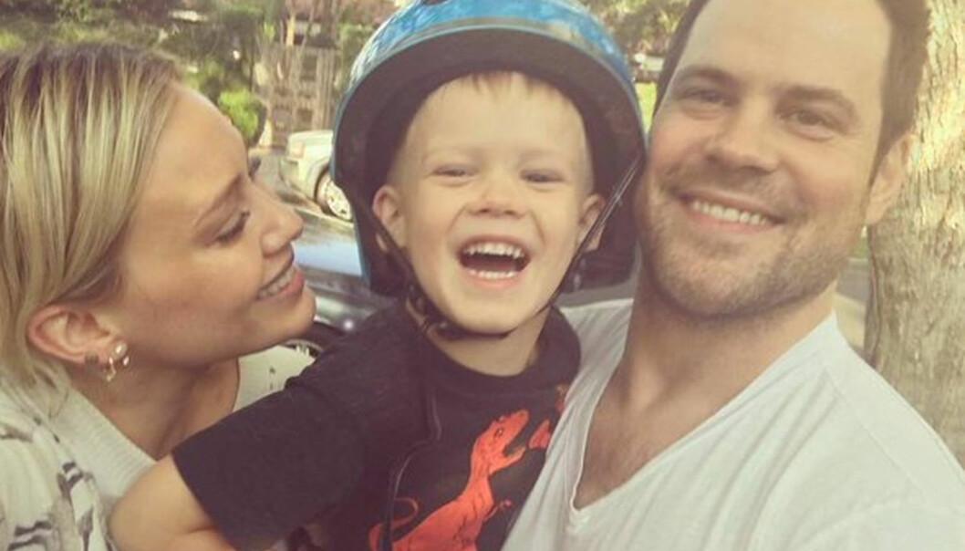- EN GAVE: Hilary Duff fødte sønnen Luca Cruz Comrie for fem år siden. Her er duoen avbildet med Ishockeyspiller Mike Comrie, som Duff skilte seg fra i fjor. Foto: NTB Scanpix