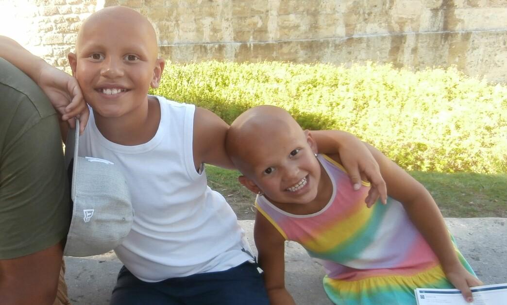 <strong>ALOPECIA AREATA:</strong> Filipe og Olivia har begge den mest omfattende graden av alopecia areata som gjør at man mister alt hår på kroppen. Foto: Privat