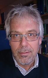 HØYERE PRISER DER DET KUN ER EN AKTØR: Svein Bråthen, professor i transportøkonomi ved Høyskolen i Molde, sier det som regel er høyere priser på strekninger med kun én aktør. Foto: Privat