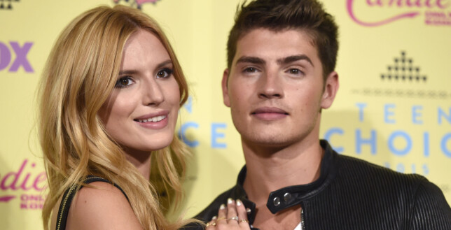 EKSKJÆRESTER: Bella var tidligere sammen med den britiske skuespilleren Gregg Sulkin. Her sammen på Teen Choice Awards i 2015. Foto: AP/ NTB scanpix