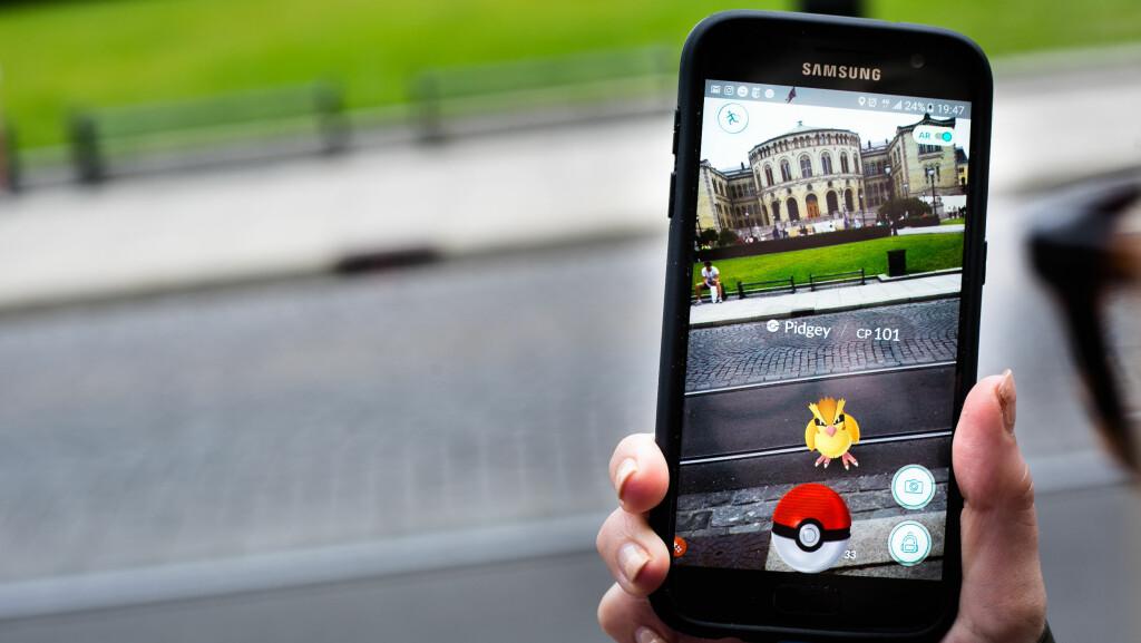 GO: Flere har blitt hekta på det populære spillet Pokémon Go. Nå sier forskere at det kan være skadelig for hjernen. Foto: NTB scanpix