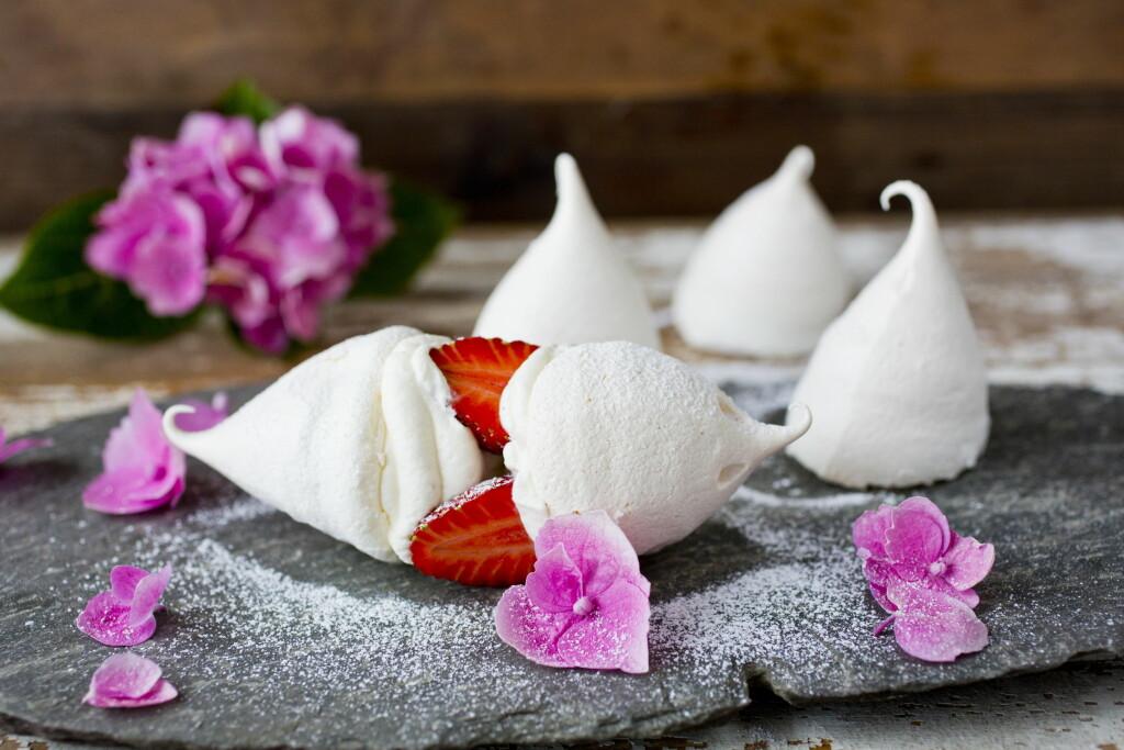 FRISTELSE: Mmmm, det er lite som slår kombinasjonen av friske bær og søte pikekyss... Foto: Sara Johannessen / VG / Scanpix