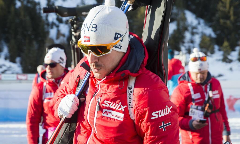 IKKE MER STATKRAFT PÅ SKULDEREN: Emil Hegle Svendsen og resten av skiskytterne mister Statkraft som sponsor etter sesongen. <br>Foto: Berit Roald / NTB Scanpix