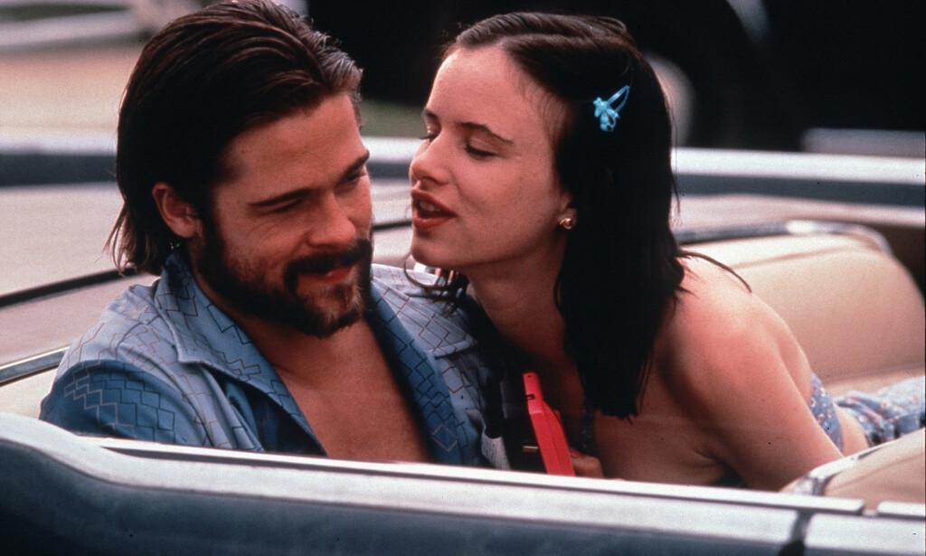 MOTSPILLERE: Brad Pitt og Juliette Lewis spilte i flere filmer sammen på starten av 1990-tallet. Her er de i en scene fra «Kalifornia: Passasjeren i baksetet». Foto: Mary Evans Picture/ NTB scanpix