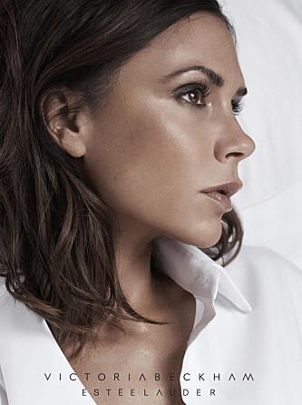 <strong>PERFEKT SAMARBEID:</strong> Victoria Beckham er ansiktet utad for sminkemerket Estee Lauders nye vår 2017 kolleksjon. Foto: NTB Scanpix