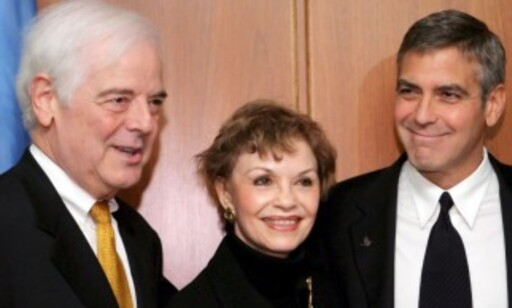GLEDER SEG: Her er Clooney sammen med foreldrene sine, Nick og Nina, i 2008. Foto: NTB Scanpix