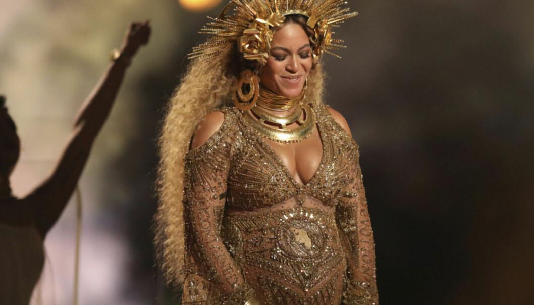 KLARER DU Å FINNE DET? Beyoncés sceneantrekk under Grammy-utdelingen var gjennomtenkt til fingerspissene. Foto: Matt Sayles / Invision / AP / NTB Scanpix
