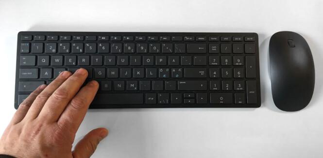 <strong>LAPTOP-TASTATUR:</strong> Det kompakte tastaturet er mindre enn typiske stasjonære tastaturer, men taster og avstand er omtrent som på en middels stor bærbar PC. Foto: Bjørn Eirik Loftås
