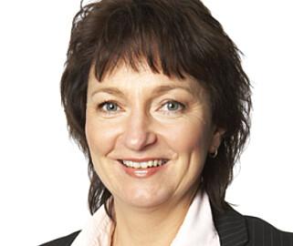 – BRANSJEGLIDNING: Generalsekretær Inger-Lise M. Nøstvik i Norsk Petroleumsinstitutt forklarer at bensinstasjonene har forandret sin rolle med årene. Foto: NP
