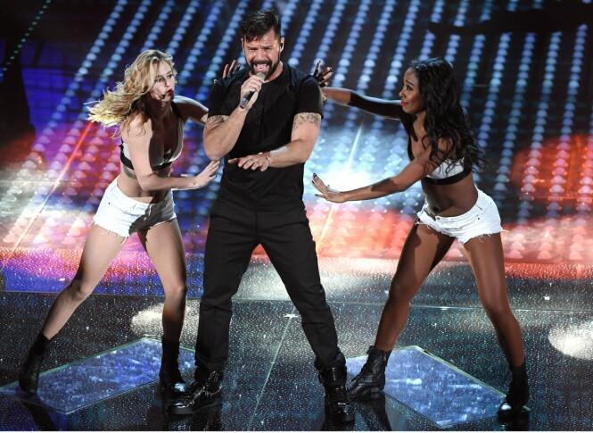 PÅ SCENEN: Ricky Martin holder alltid forrykende show når han opptrer. Foto: NTB Scanpix