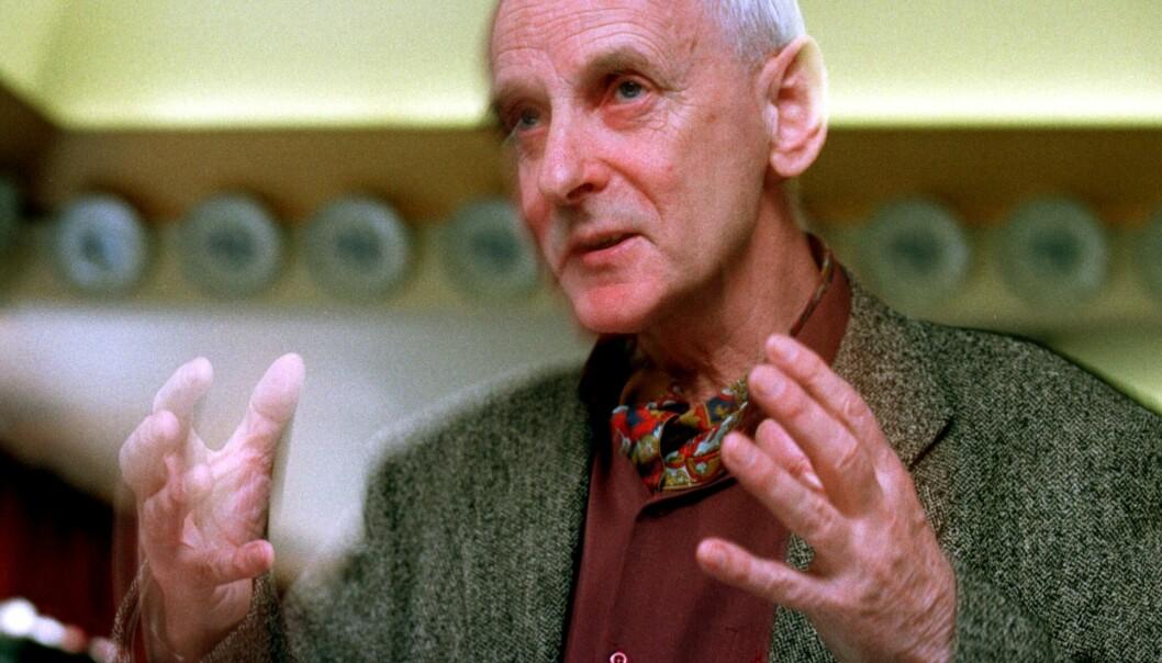 """<strong>DØD:</strong> Dag Østerberg er død, 78 år gammel. Her under presentasjonen av boka """"Arkitektur og sosiologi i Oslo"""" i 1998. Foto: Erik Johansen / NTB scanpix"""