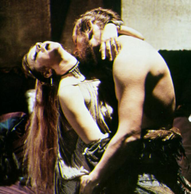 <strong>HETE SCENER:</strong> Helen Mirren og Liam Neeson sammen i «Excalibur» fra 1981. Foto: Mary Evans Picture/ NTB scanpix
