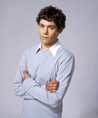 FØR: Adam Brody i rollen som den nerdete kjekkasen Seth. FOTO: TV2