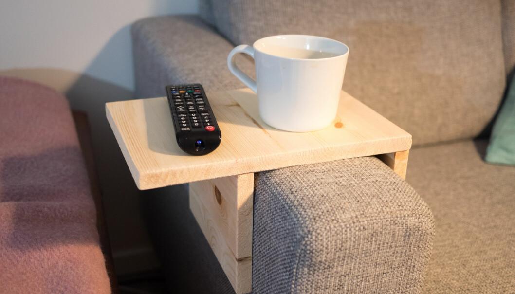 <strong>KAFFEKOS:</strong> Restene kan du bruke til mye rart. Et forslag gjør kaffekosen litt enklere når du sitter i sofaen. FOTO: Simen Søvik
