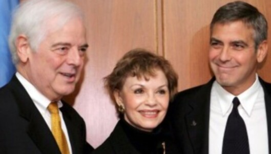 <strong>GLEDER SEG:</strong> Her er Clooney sammen med foreldrene sine, Nick og Nina, i 2008. Foto: NTB Scanpix
