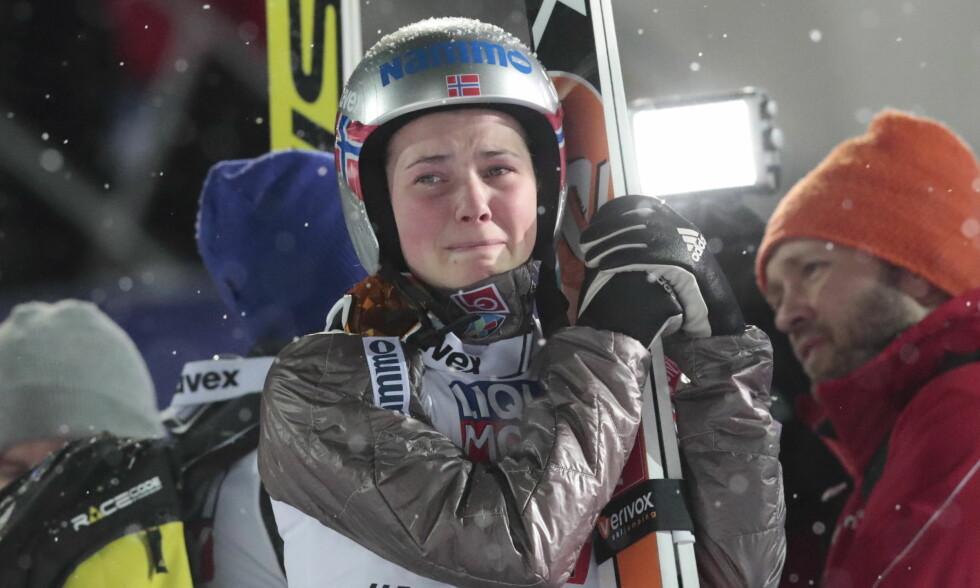 LANGT NEDE: Silje Opseth fikk seg en kraftig nedtur i Sapporo i Japan. Dette bildet er fra Lahti-VM i vinter der hun landet på 67 meter i miks laghopp og følte hun var med på å ødelegge konkurransen for Norge. Foto: Lise Åserud / NTB scanpix