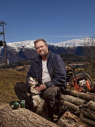 HJEMME PÅ GÅRDEN: Lars Sponheim pendler fra Ulvik til Bergen og får parkeringsplass til 25 200 kroner i året. Foto : Sigurd Fandango / Dagbladet