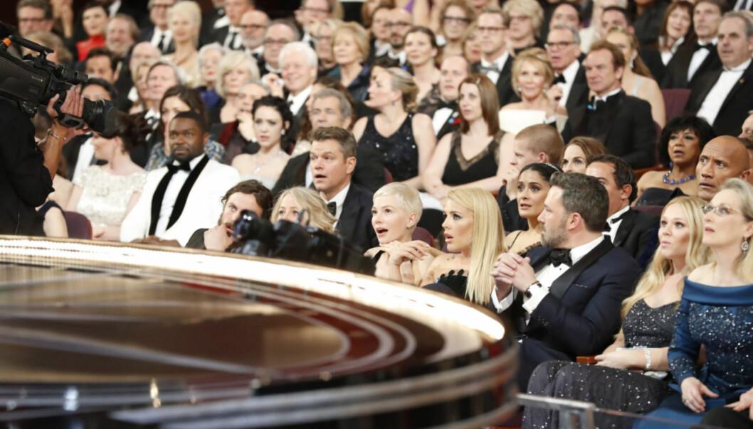 <strong>HAKESLEPP:</strong> Det var lett å se at publikum ble sjokkerte da det ble klart at «Moonlight» egentlig hadde vunnet pris for beste film. Ansiktene til Mel Gibson, Matt Damon, Salma Hayek, Meryl Streep og Michelle Williams, for å nevne noen, sier alt. Foto: NTB scanpix