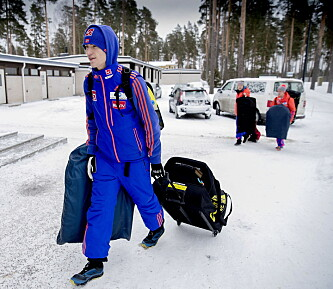 <strong>BASE:</strong> Daniel-André Tande innrømmer at mye av tida går med til å snakke skitt. Foto: Bjørn Langsem