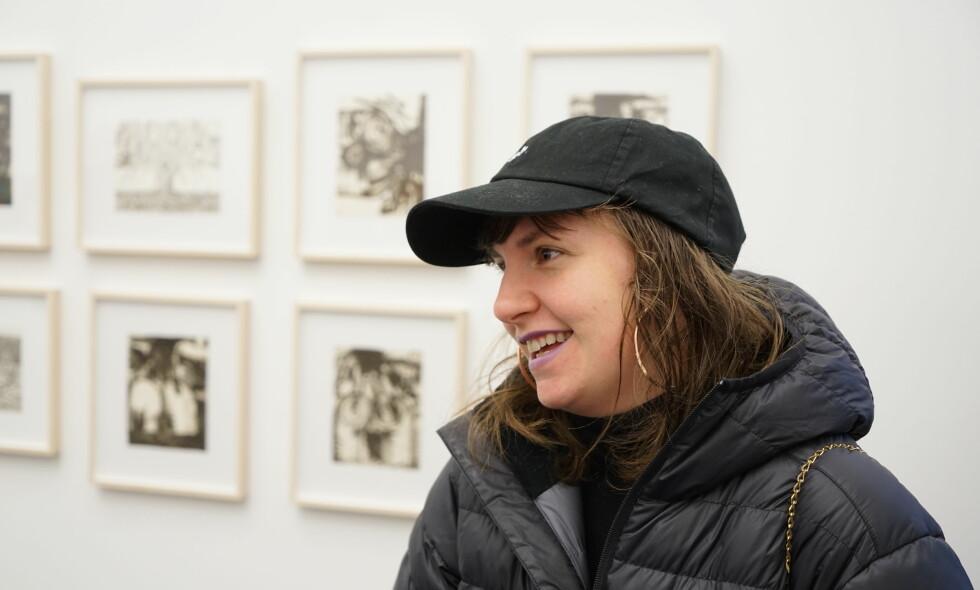 PÅ ÅPNING: Lena Dunham var til stede da faren hennes åpnet en utstilling på Tjuvholmen i Oslo i dag. Foto: Per Ervland