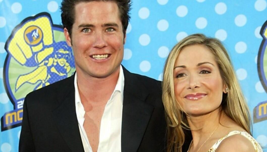 <strong>FAMILIE PÅ HVER SIN KANT:</strong> Andrew Firestone (t.v.) sammen med daværende forlovede Jennifer Schefft i 2003. Begge er i dag gift, men altså ikke med hverandre. Foto: NTB Scanpix