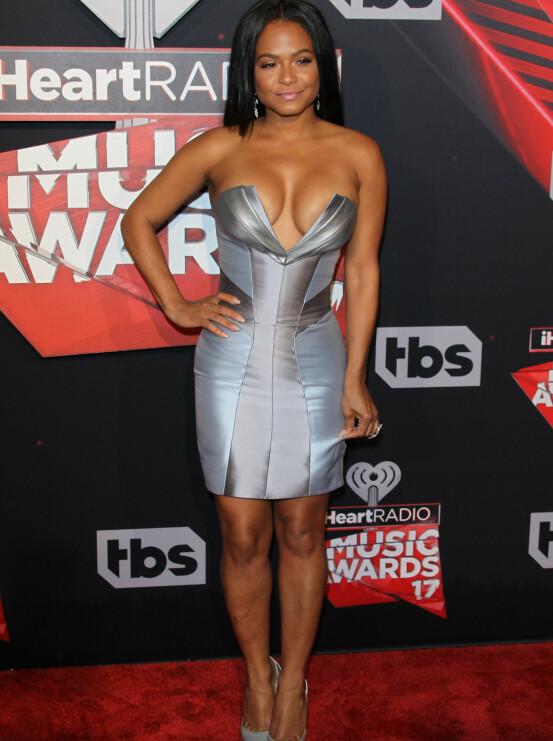 UTRINGET: Sanger Christina Milian (35) hadde på seg en sølvfarget og veldig utringet kjole.