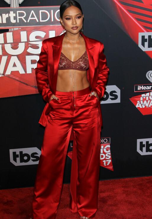 VISTE HUD: Skuespiller og modell, Karrueche Tran (28), hadde på seg en buksedress i rødt.