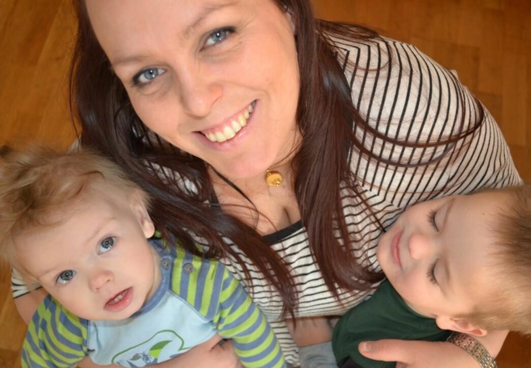 HJEMMEVÆRENDE MAMMA: Linda har valgt å være hjemmeværende mor for alle sine åtte barn, men møter ofte kritikk for valget sitt. Foto: Privat