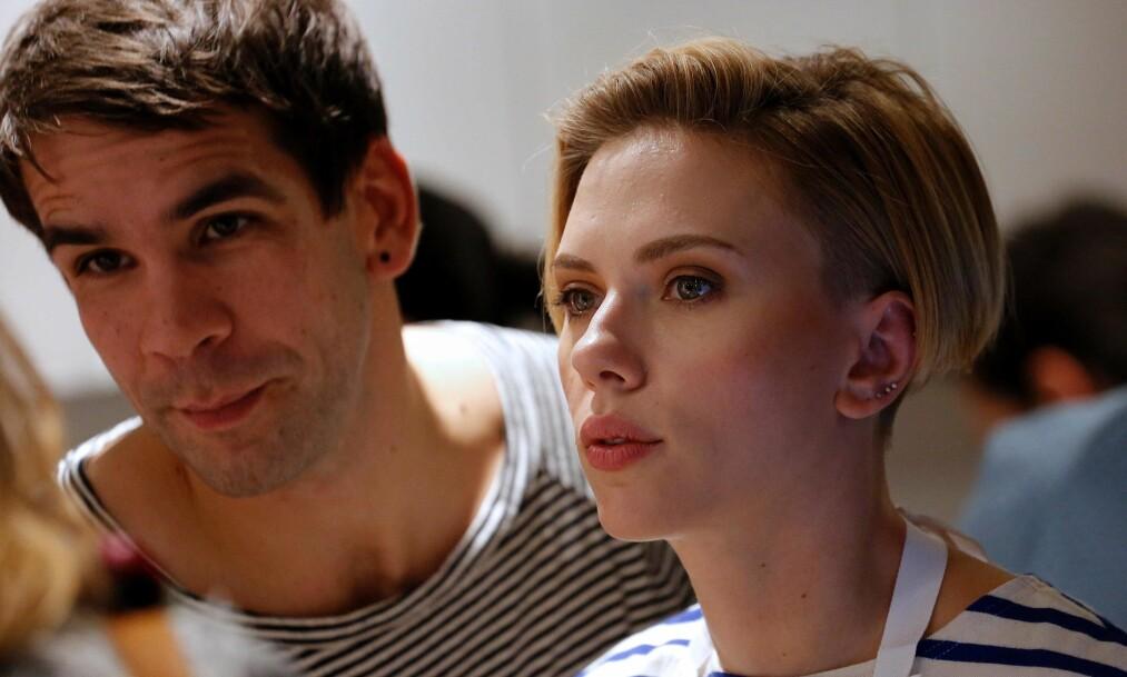 LYKKEN BRAST: Etter knappe to år som ektepar, har Hollywood-yndling Scarlett Johansson (32) og ektemannen Romain Dauriac (34) valgt å ta ut skilsmisse. Nå har de havnet i bitter omsorgsstrid. Foto: Benjamin Cremel / Apf / NTB Scanpix