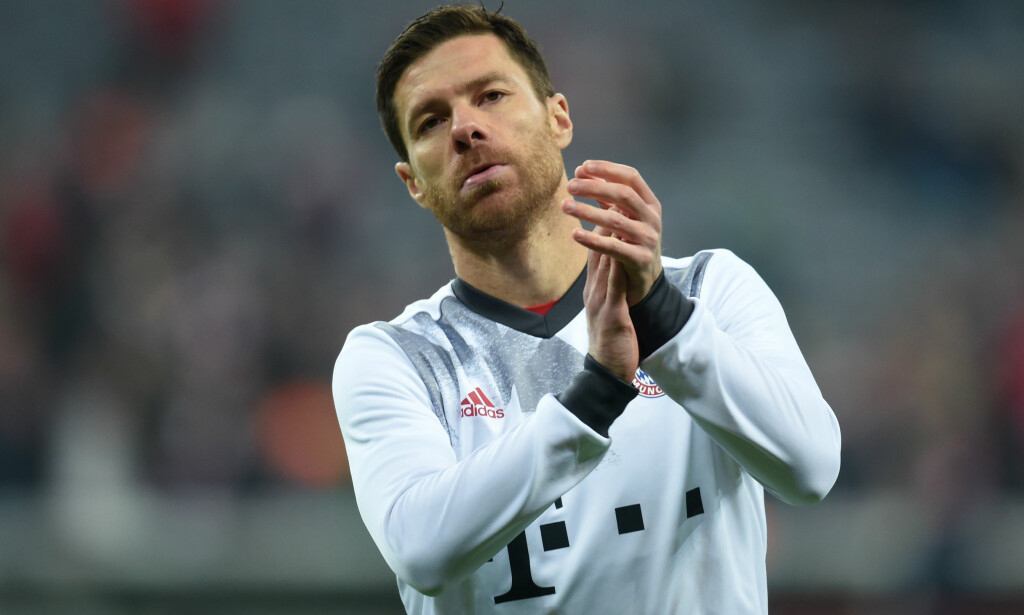 TAKKER FOR SEG: Bayern Münchens stjernespiller Xabi Alonso. Foto: AFP PHOTO / Christof STACHE / NTB Scanpix