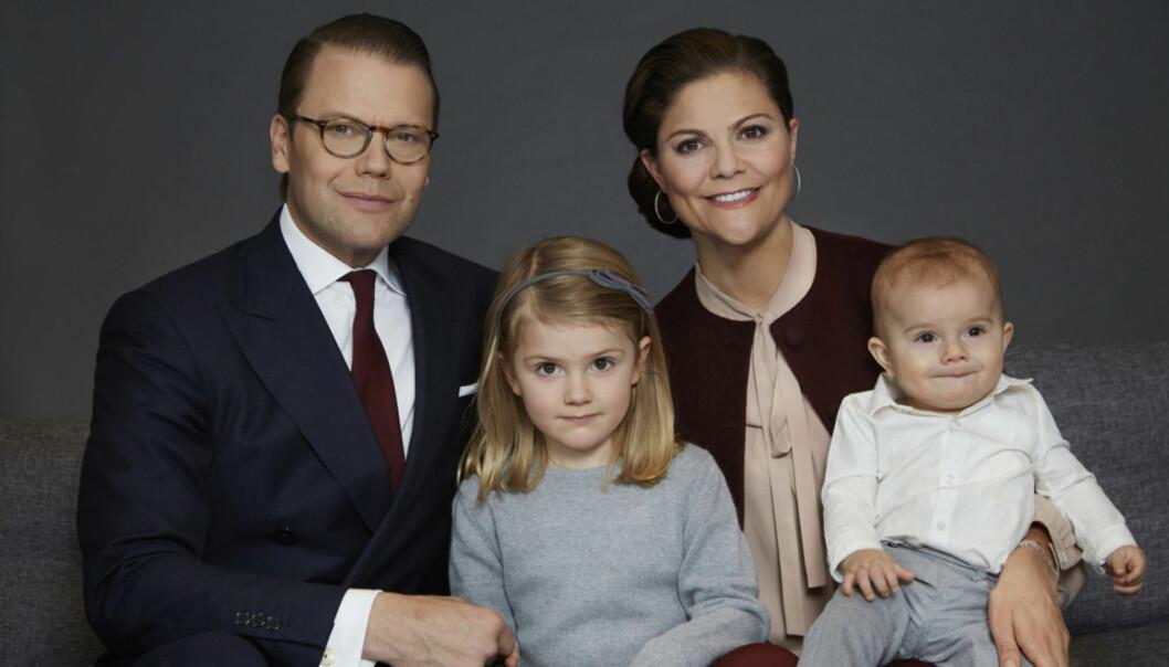 SØT FAMILIE: I forbindelse med Estelles nylige femårsdag ble det sluppet nye søte bilder av familien. Foto: Anna Lena Ahlström / Kungahuset.se