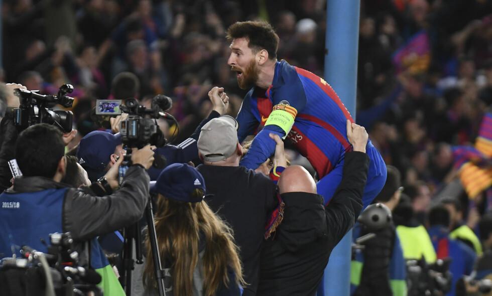 GOD STEMNING: Lionel Messi feirer med fansen på Camp Nou. Foto: Bagu Blanco/BPI/REX/Shutterstock/NTB Scanpix