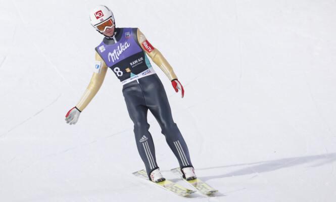 <strong>FRUSTRERT:</strong> Daniel-André Tande var tydelig oppgitt da han landet på sletta etter det første hoppet i lagkonkurransen lørdag. Foto: Terje Bendiksby / NTB Scanpix