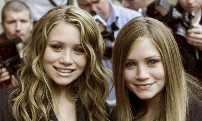 BARNESTJERNER: Ashley og Mary-Kate Olsen avbildet i London i 2002. Foto: Russell Boyce / Reuters / NTB Scanpix