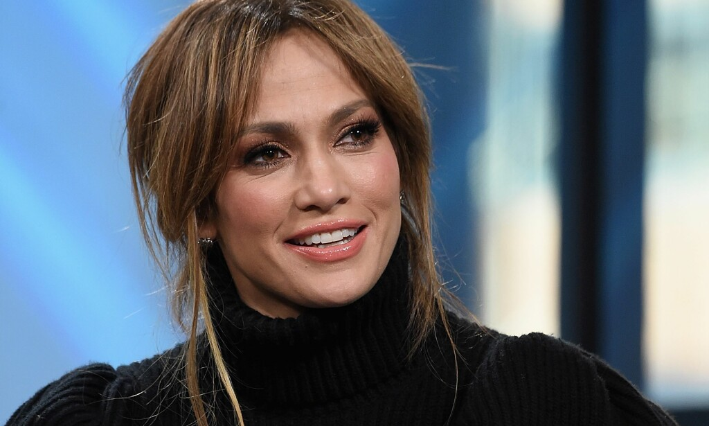 HINTER TIL FANSEN: Popstjernen Jennifer Lopez hinter til fansen om romanseryktene. Her på Build Studio i New York. Foto: NTB Scanpix