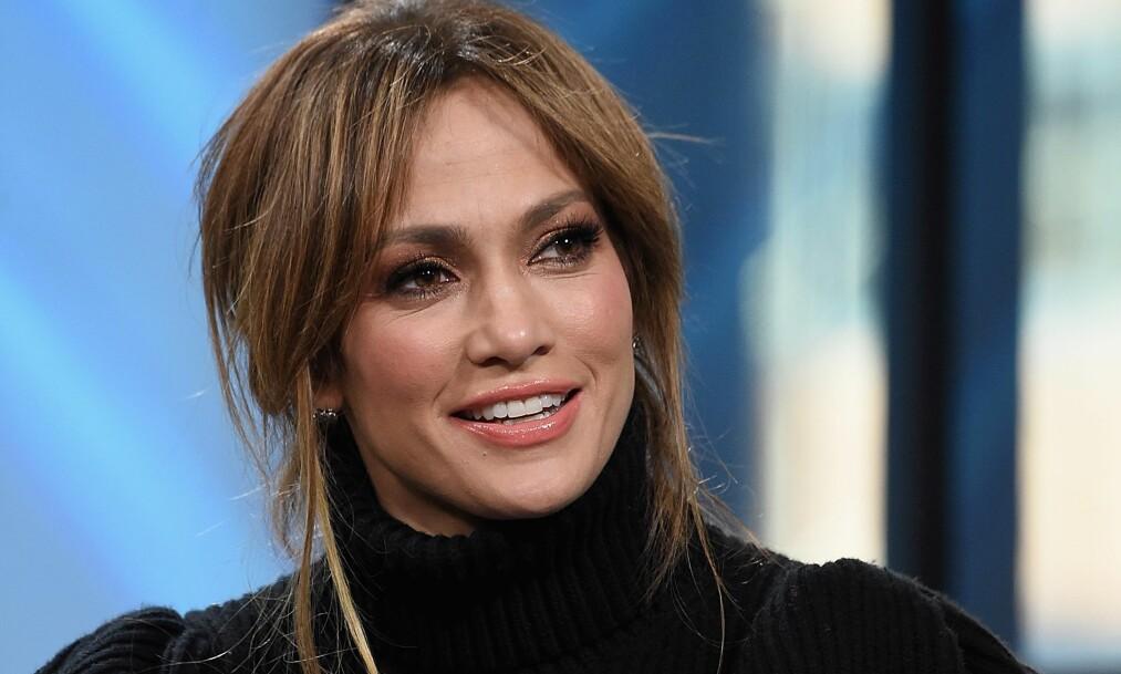 FAMILIEKJÆR: Jennifer Lopez viste frem moren sin på Instagram, og fansen mener at de er prikk like. Foto: NTB scanpix
