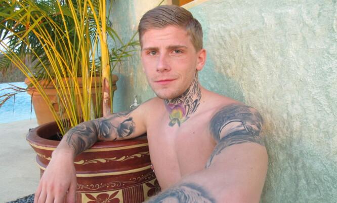 ELSKER KROPPSKUNST: 21-åringen Kevin Renè har allerede flere tatoveringer på kroppen, men han er langt ifra ferdig med å tatovere seg. Her avbildet i Mexico. Foto: Kine Falch